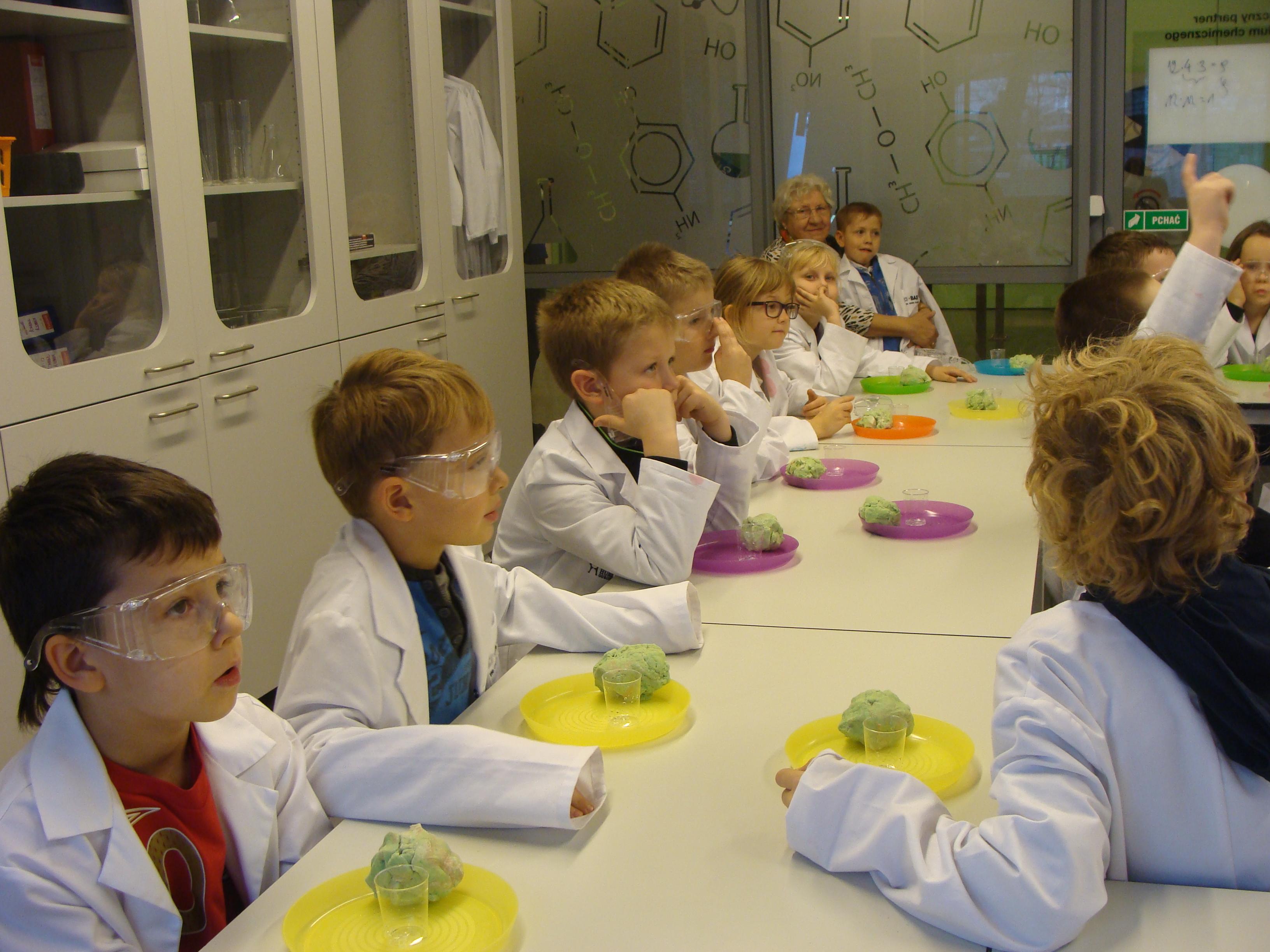 "Zajęcia edukacyjne w Humanitarium – ""Wulkan"", kl. II b i II c"