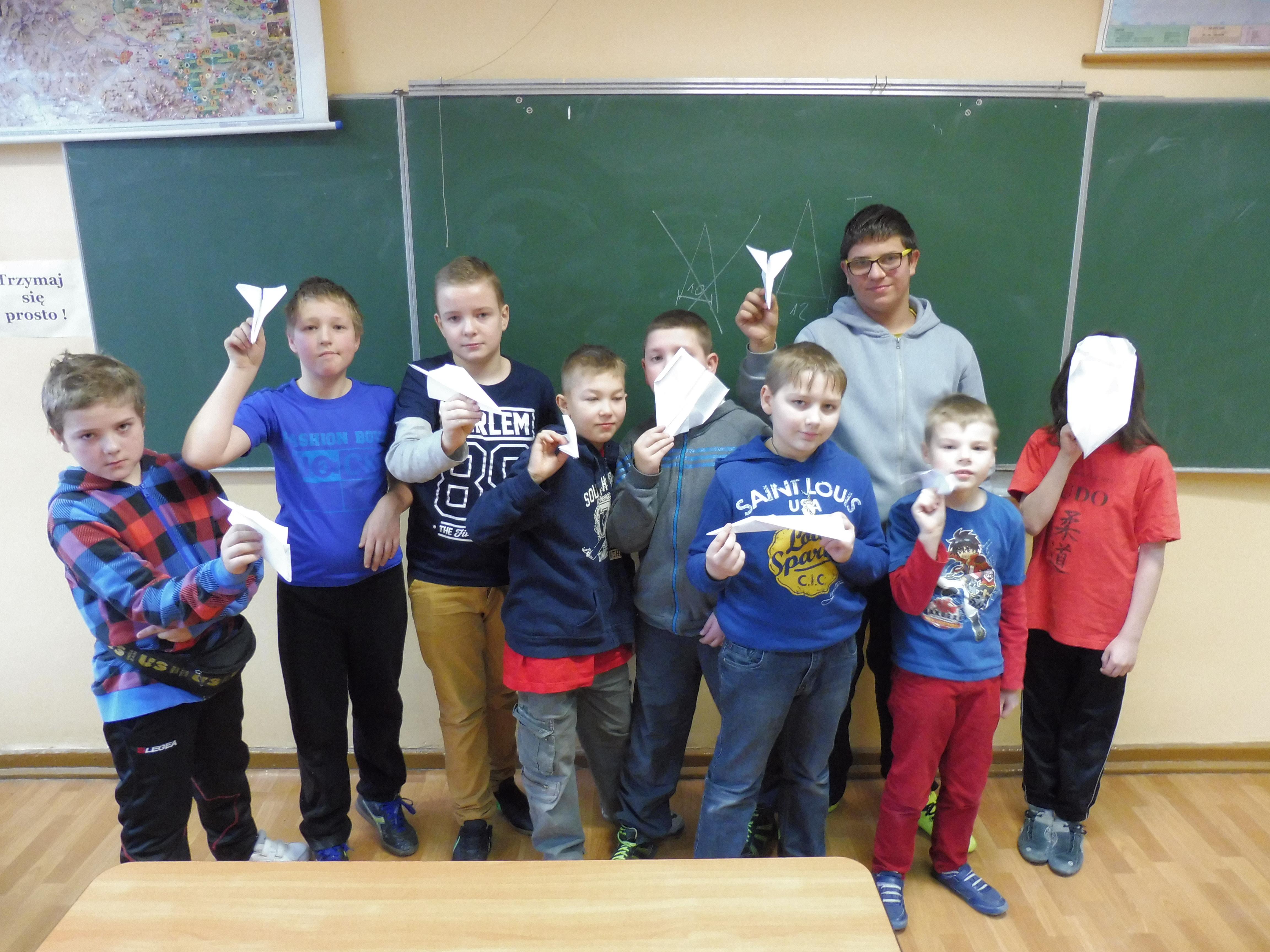 Wyniki konkursu: Loty papierowych samolotów