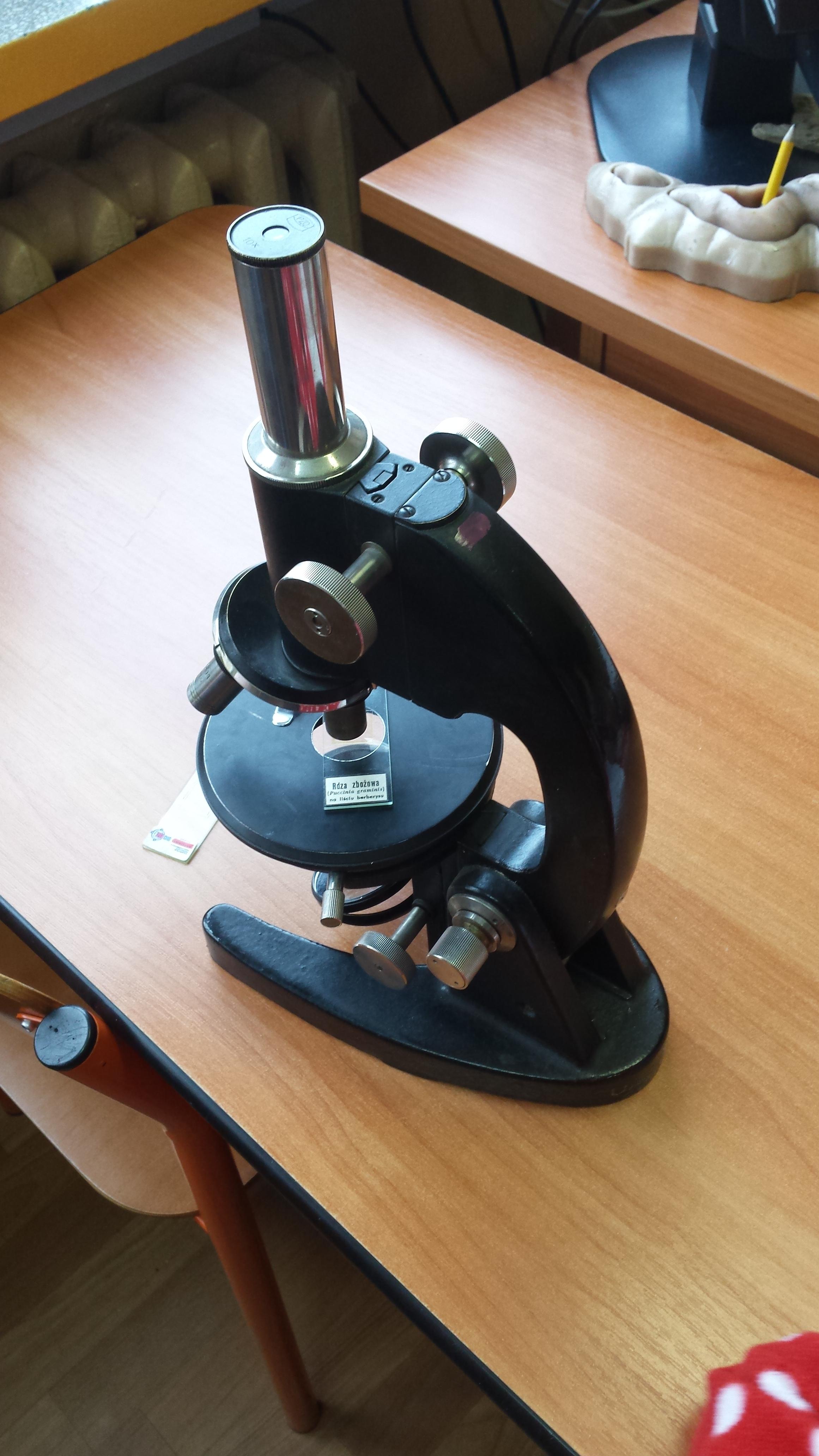 Mikroskopy w klasach czwartych
