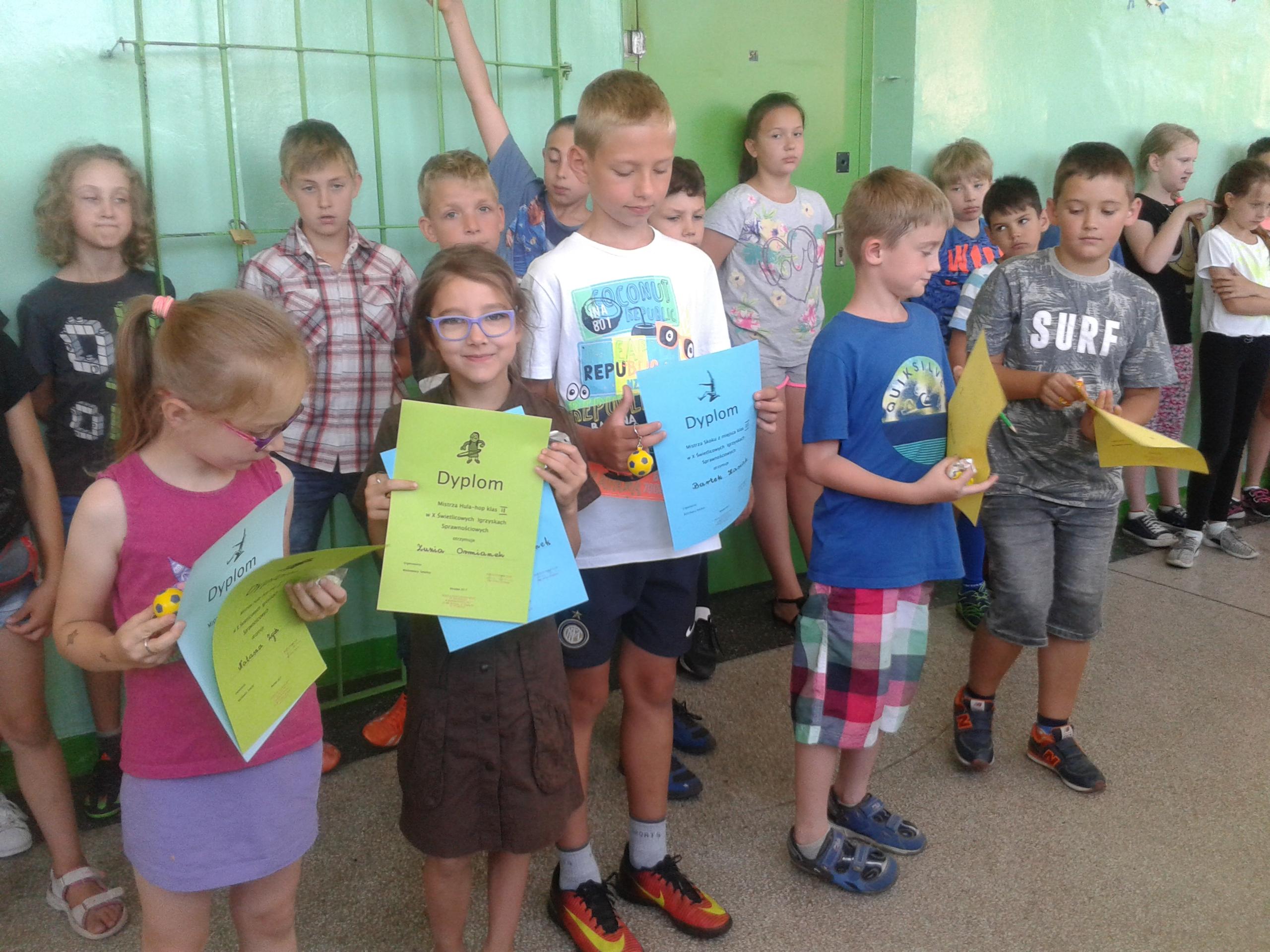 Dyplomy dla uczniów klas I – III