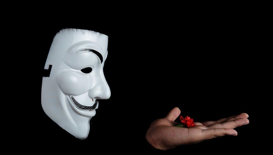 """""""Hejter, hacker, e-obywatel"""" — esej"""