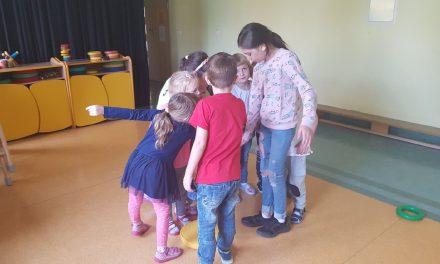 Uczniowie z wolontariatu działają